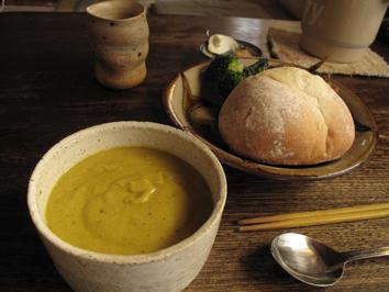 カボチャスープとパン.jpg
