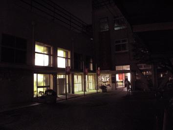 夜の小学校.jpg